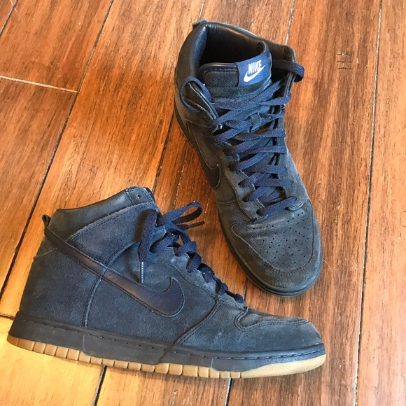 hot sale online 6a04a 7bd7a A.P.C. x Nike Dunk High Tops in Navy Suede. M 5acbc5ee45b30ccd118511e7